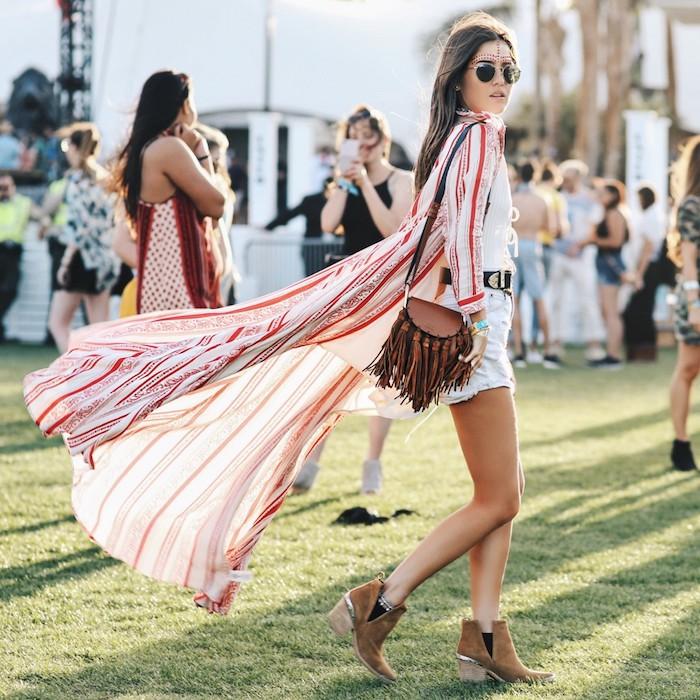 Long kimono magnifique, idée de look boheme coachella style comment s'habiller pour un festival