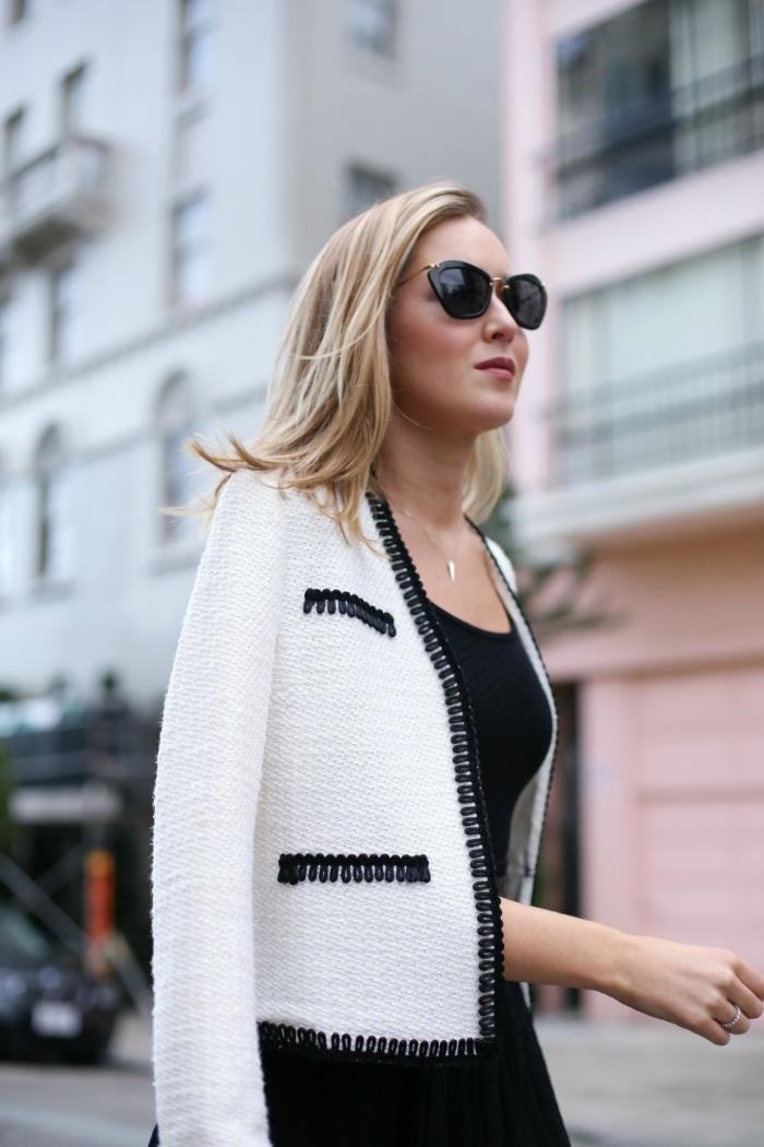 style vestimentaire femme élégante, idée de veste en tweed femme blanc et noir à combiner avec une robe classe en noir