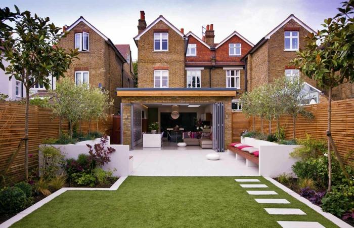 Maisons avec beaux cours amenagement petit jardin, idee amenagement terrasse, pelouse verte et arbres
