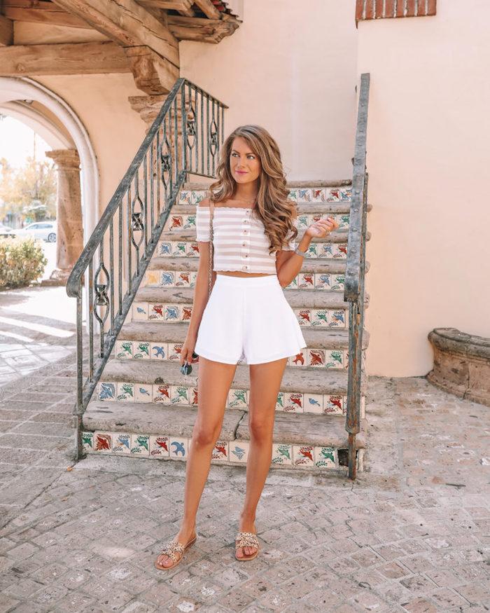 Belle femme bien habillée vacances palm springs, top épaules dénudées tenue coachella look bohème chic, idée comment s'habiller