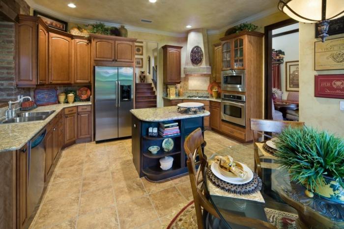 Rustique maison style americaine, image cuisine blanche et bleu, comment décorer une cuisine bleu nuit ilot et bois partout