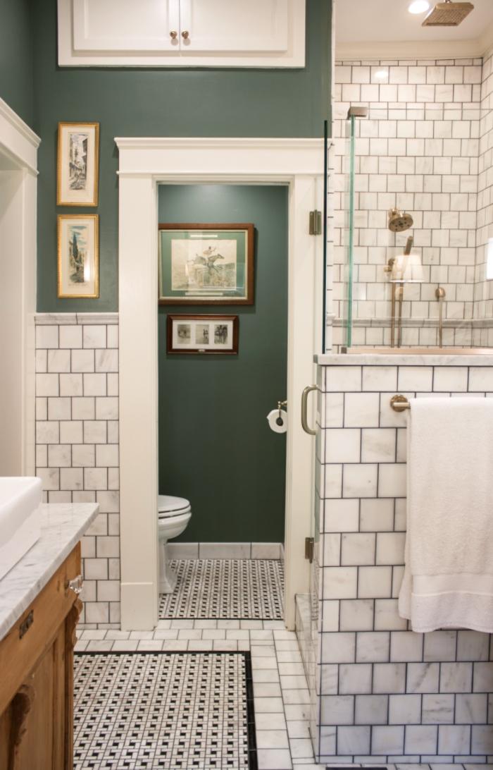 Murs blanc carrelage et peinture verte salle de bain nuance de verte jungle urban espace simple en vert et blanc