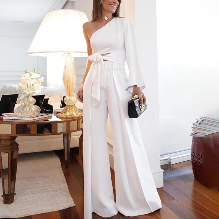 Salopette un épaule dénudé, costume femme blanc avec pantalon long evasee, tailleur blanc pour femme vêtement chic