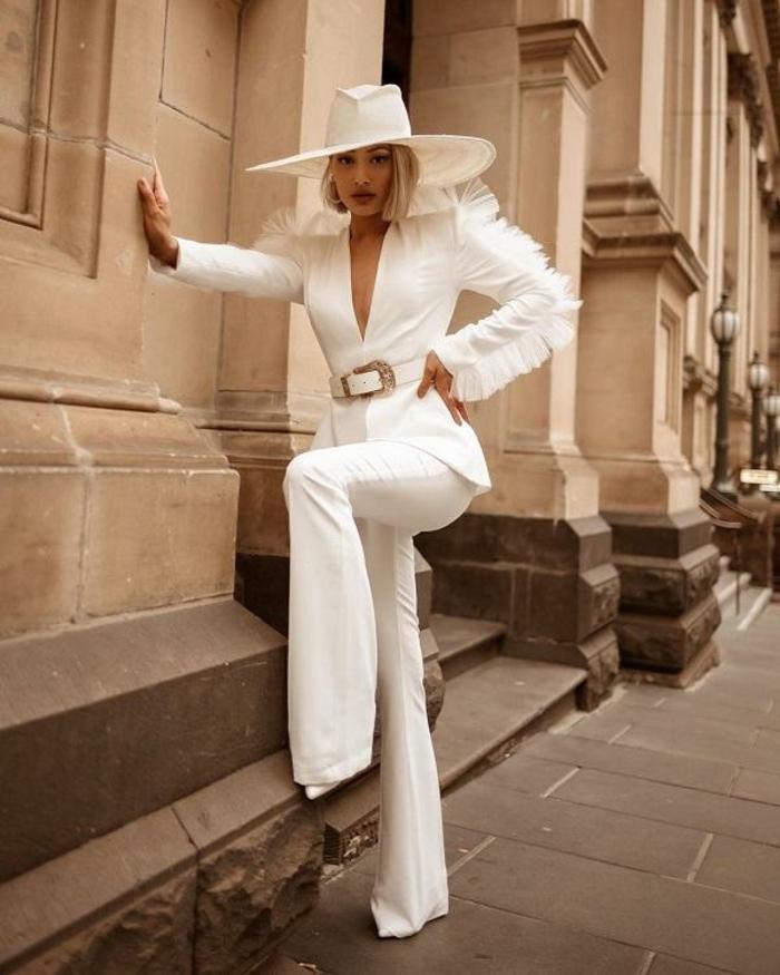 Original modèle de veste blanche avec dentelle, tailleur pantalon femme, comment s'habiller bien pour une cérémonie