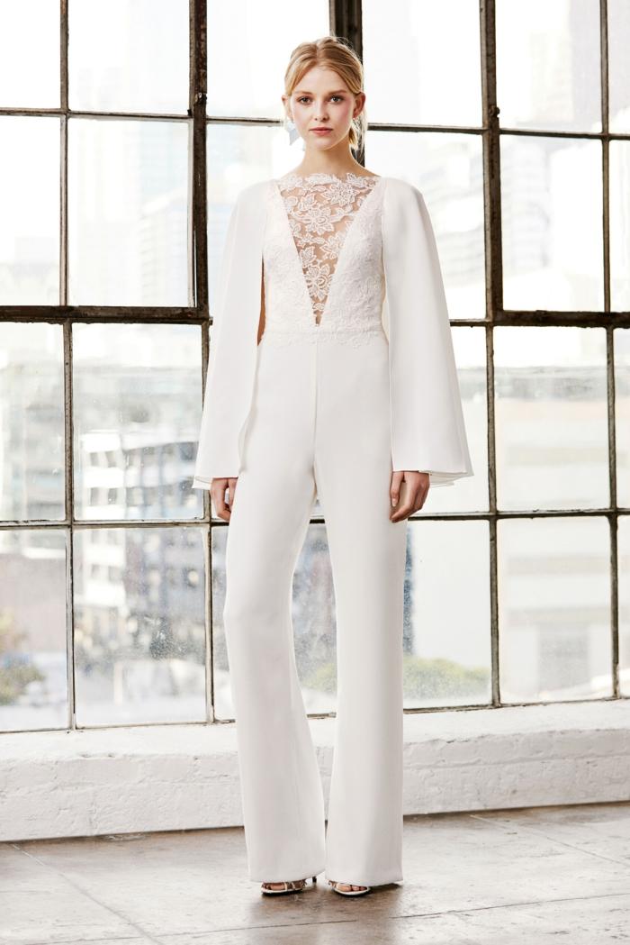 Comment porter un tailleur blanc pour femme veste et pantalon, idée avec la salopette pantalon long et manches longues
