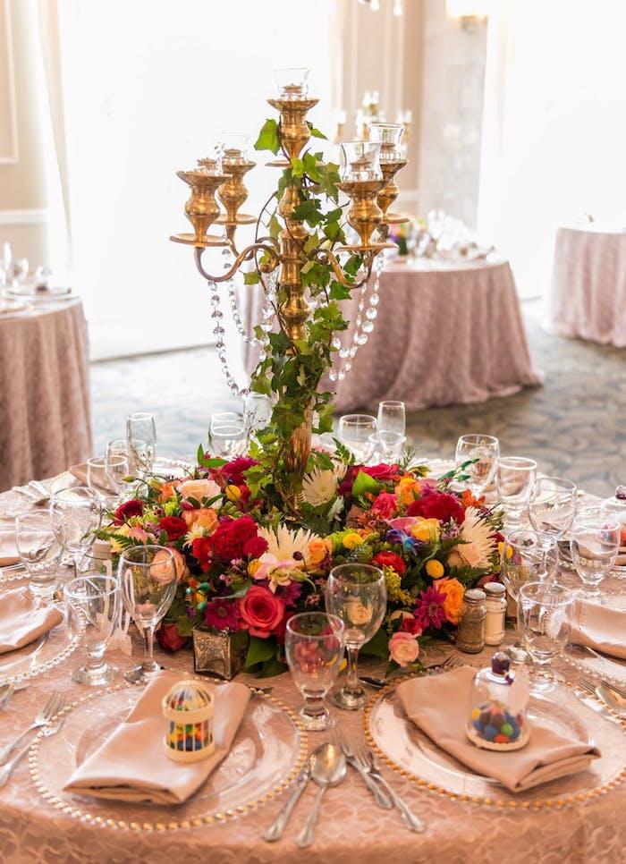 Idée table mariage bohème colorés fleurs deco mariage champetre, theme champetre élégant et simple