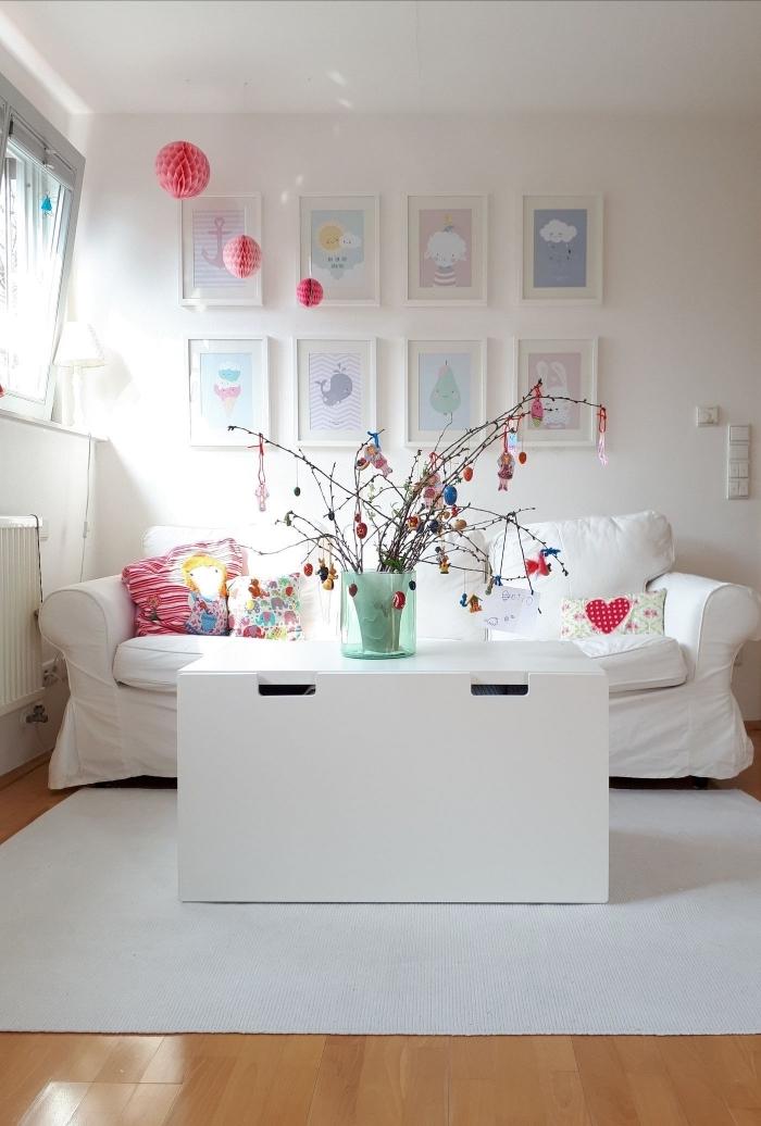 activité manuelle paques facile, idée comment décorer une chambre d'enfant pour la fête des pâques avec un arbre DIY