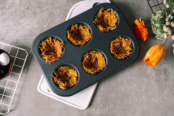 vermicelles au lait concentré dans moule à muffins, idee de gateau de paques miniature a faire soi meme