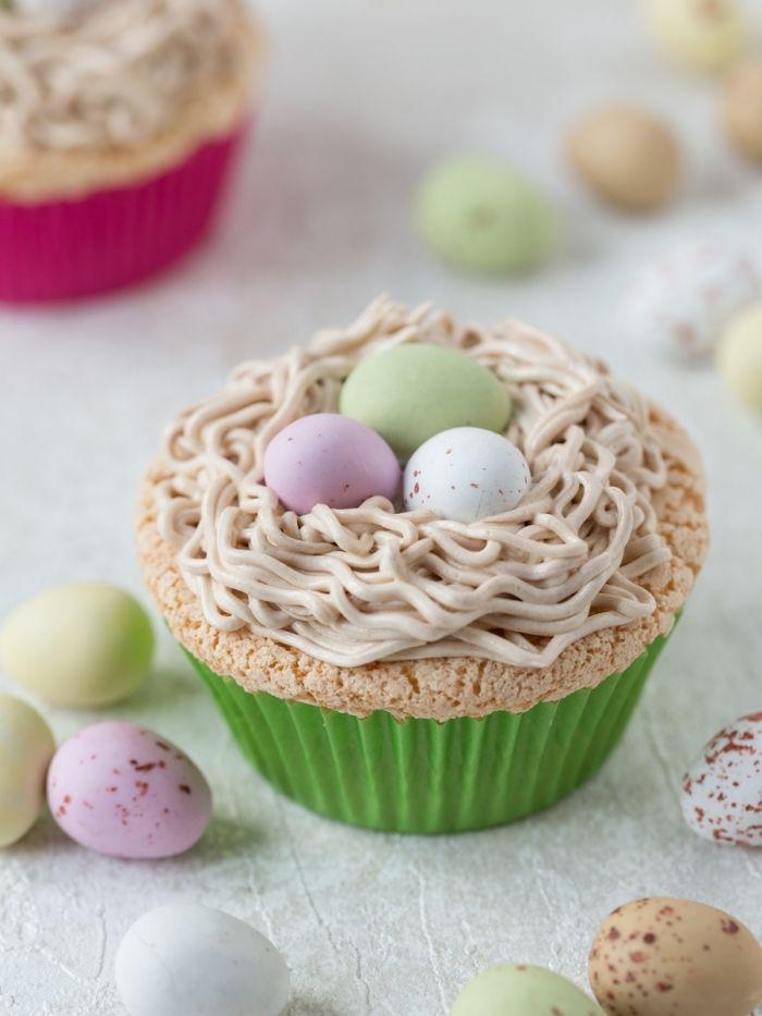petit gateau pour paques en forme de muffin, recette cupcake croustillant avec décoration pour la fête de Pâques originale