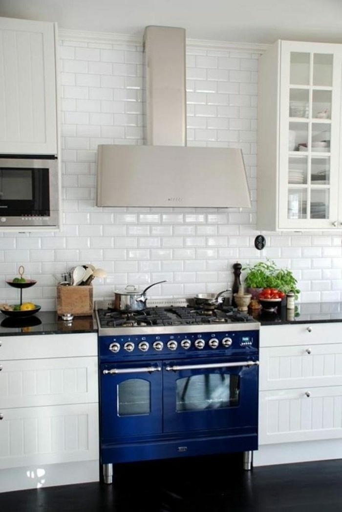 Briques blanches peinture bleu gris, cuisine couleur décoration appartement moderne four bleu