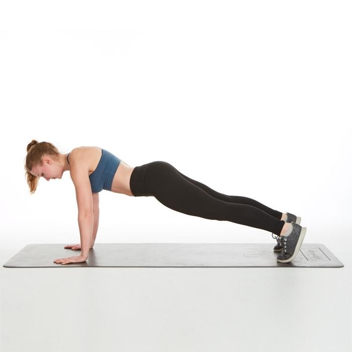 exercice pour perdre du poids ou muscler ses abdominaux, comment faire un plank femme, idée entraînement à la maison