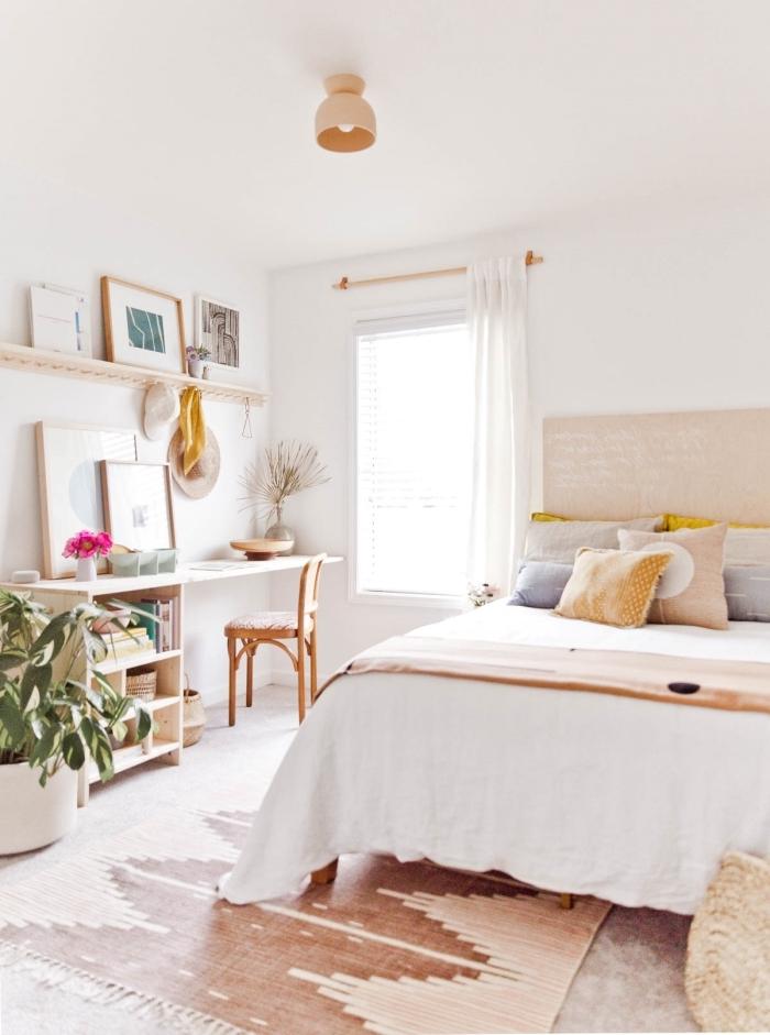 décoration bureau de chambre en bois décorés avec objets en couleurs, design chambre bohème avec coin office à domicile