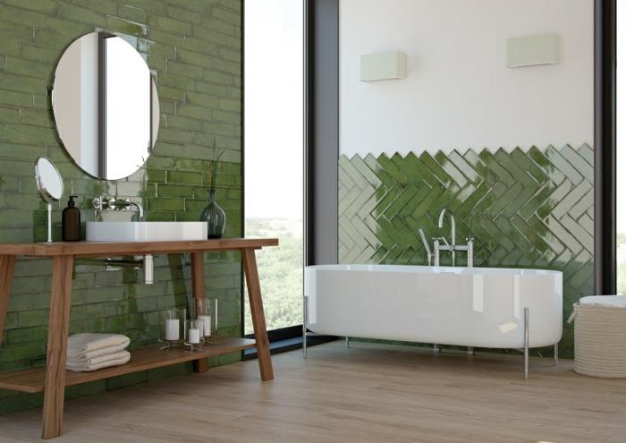 Vert carrela ge et peinture blanche idee salle de bain, déco petite salle de bain peinture vert miroir ronde, table bois pour meuble lavabo ronde