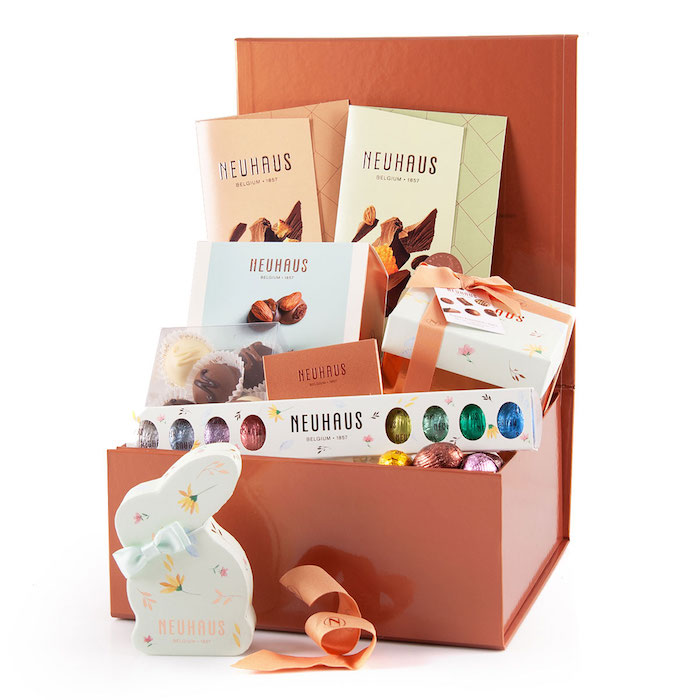 Coffret cadeau pour la fete de paques avec beaucoup de chocolat bricolage de paques pour adultes, idee cadeau original pour paques