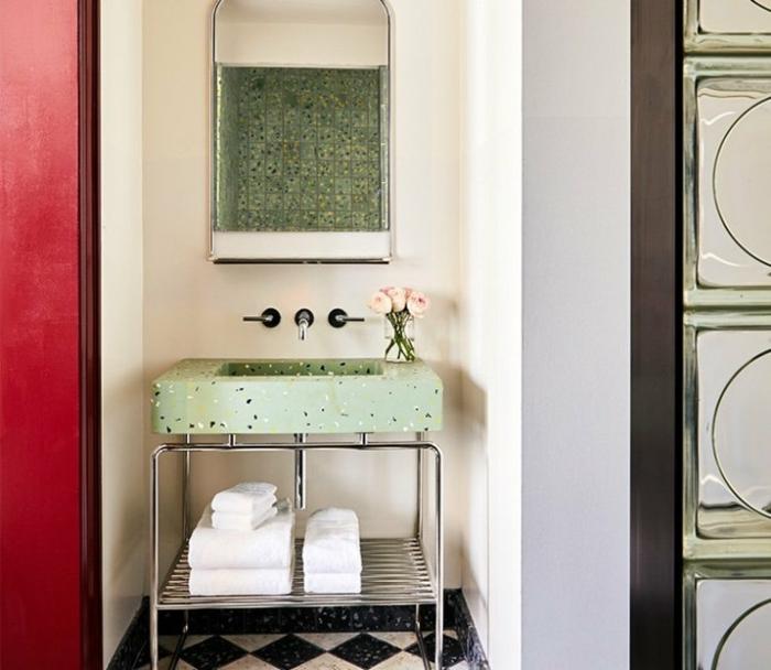 Meuble lavabo industriel marbre vert amenagement salle de bain, modele de salle de bains en vert
