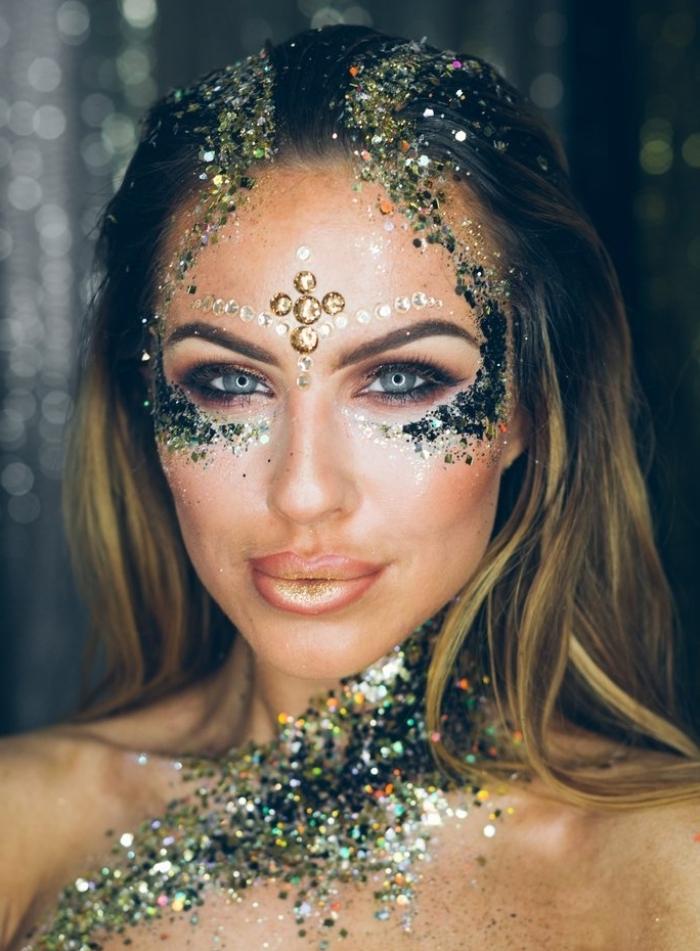 idée de maquillage artistique facile à réaliser avec technique yeux smoky et gel pailleté sur le corps et le visage