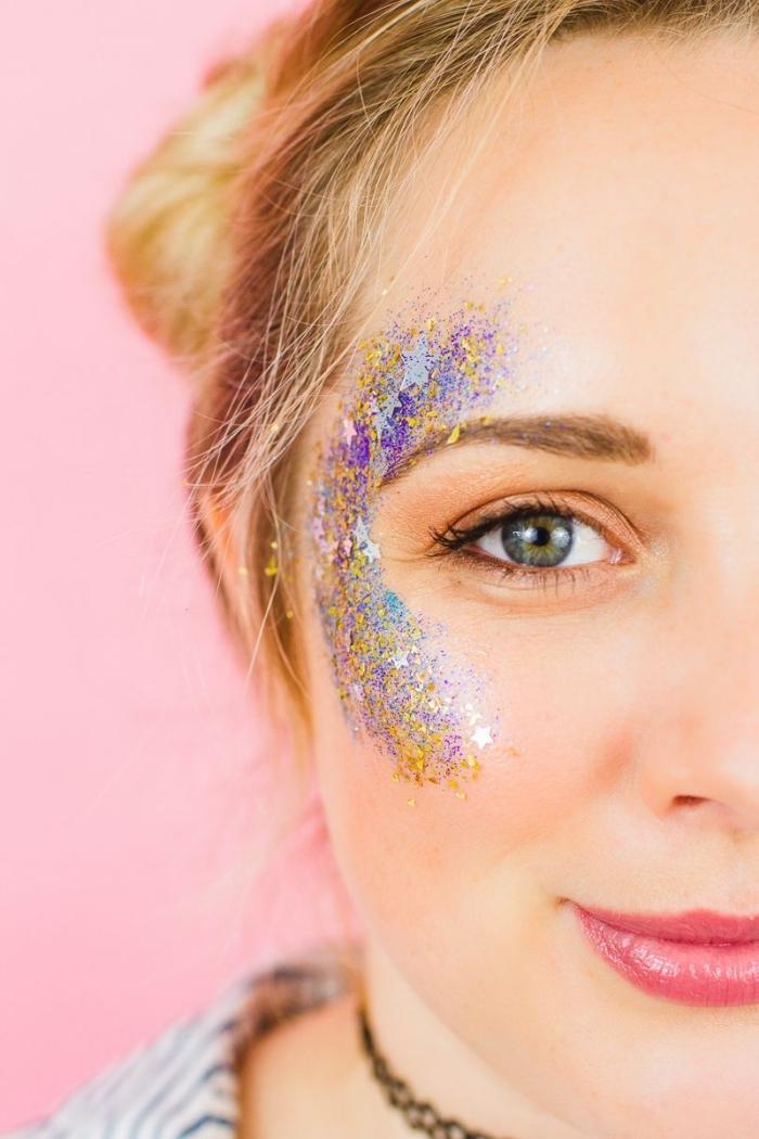 idée comment faire un maquillage festival facile avec gel pailleté en différentes couleurs et rouge à lèvre flashy
