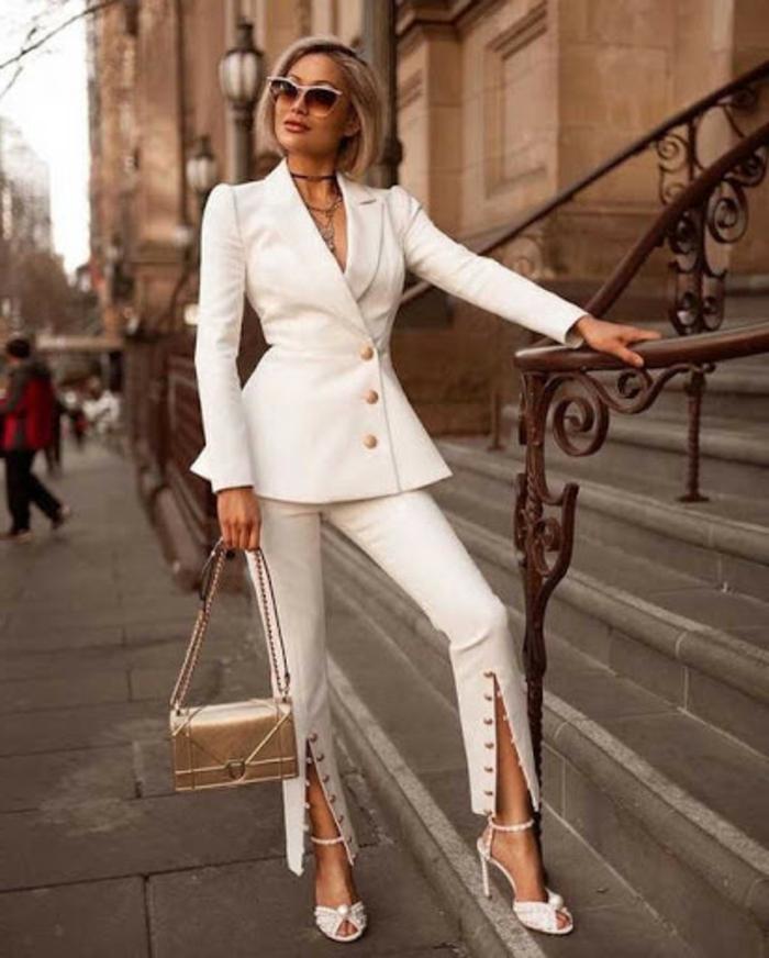 Belle femme bien habillée cheveux en carrée, tailleur femme mariage, tailleur blanc femme bien habillée