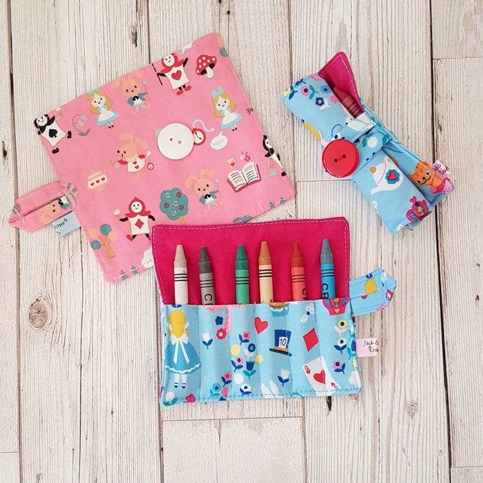Enfant cadeau pochette pour les crayons et les pastels, les meilleurs cadeaux de Pâques pour un proche ou un ami
