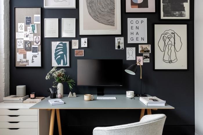 quelle peinture pour un home office, décoration chambre moderne aux murs foncés avec bureau scandinave ikea en gris et bois