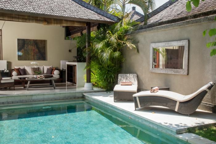 Maison avec piscine decoration exterieur, amenagement terrasse jardin originale et coloré canapé blanche et table basse