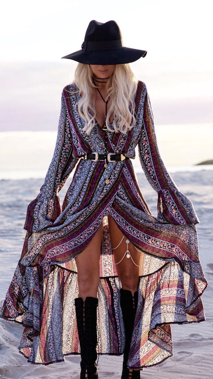 Robe longue boheme transparente avec bottes cool, tenue boheme chic, comment adopter le style hippie chic femme