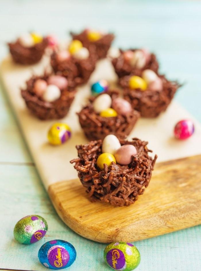 recette de gateau nid de paques facile et simple en forme de nid, comment faire un nid aux nouilles frites et chocolat fondu