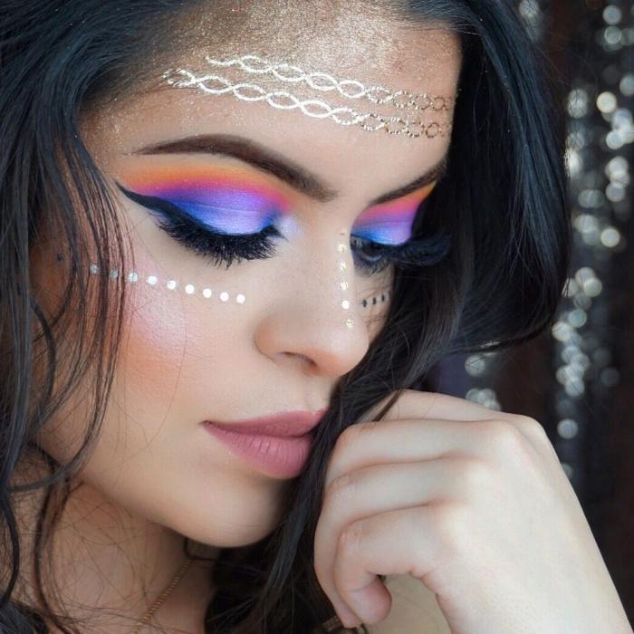 comment se maquiller les yeux pour un festival, make-up facile avec fards à paupières façon arc-en ciel et stickers visage