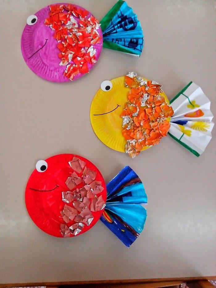 poissons dans assiette de papier, bouts de papier et queue de papier plié en accordéon, activité manuelle maternelle