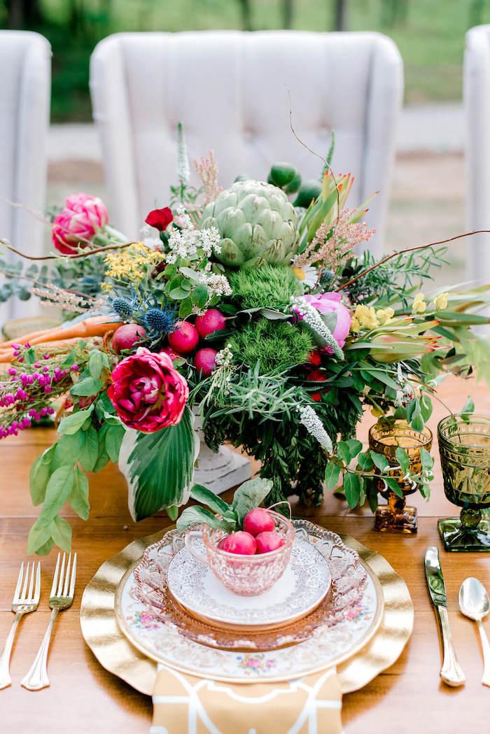 Bouquet de fleurs printanières style bohème, table décoration mariage champêtre chic beauté en rose et verte