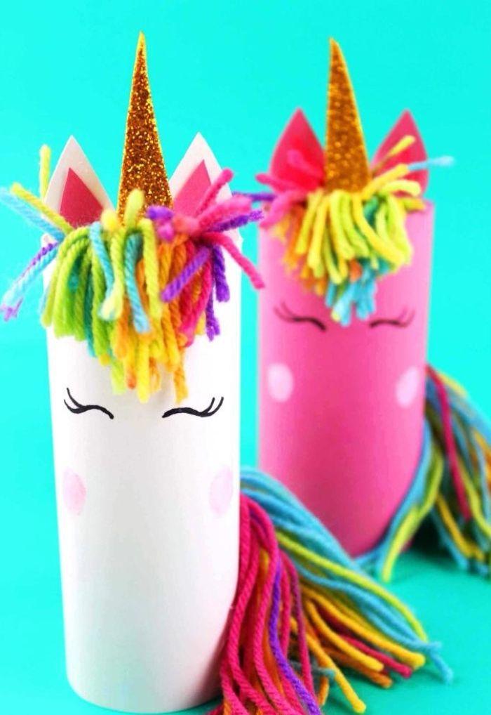 fabriquer une licorne dans rouleau de papier toilette avec cirinère de fils de laine colorés et des cornes en triangles colorés