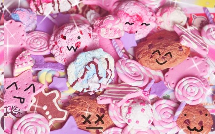 sablé biscuit aux traits de visage kawaii de couleur rose et bleu, fond ecran fille