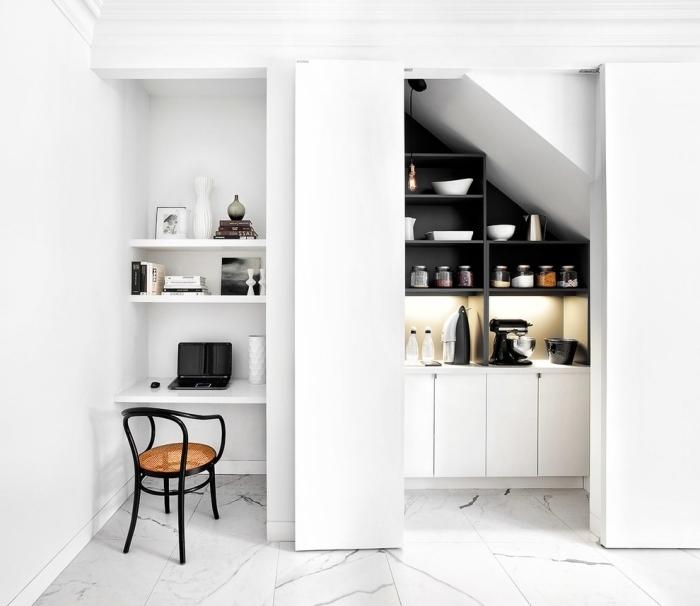 idée bureau petit espace moderne, aménagement espace de travail à domicile dans une cuisine avec bureau suspendu