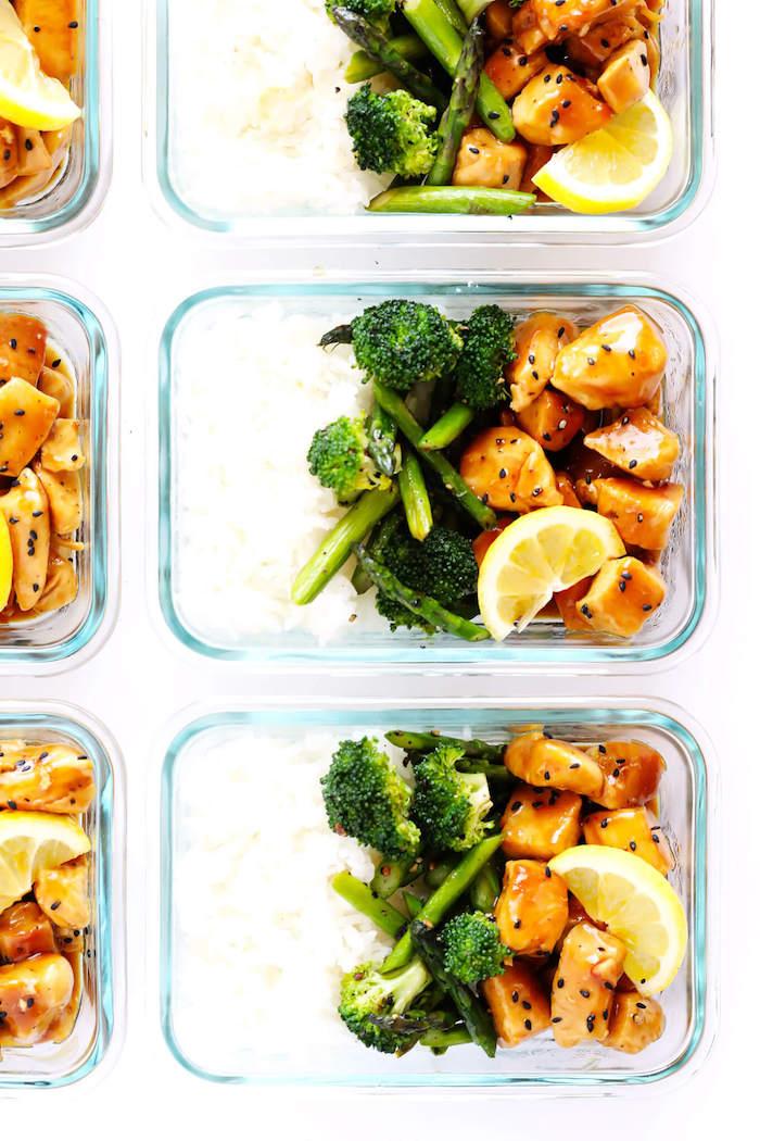 idée recette rapide avec du blanc de poulet à la sauce de miel et citron, brocolis et riz dans boite repas verre