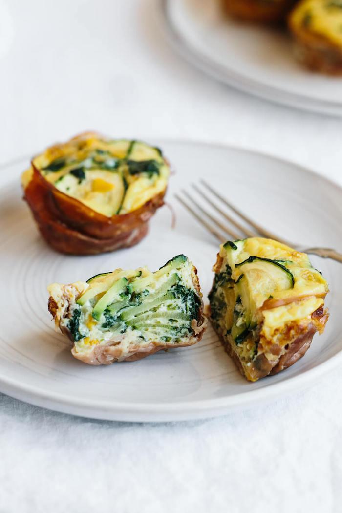 idee comment faire des muffins salés aux oeufs, prosciutto et courgette pour votre petit déjeuner sans sucre