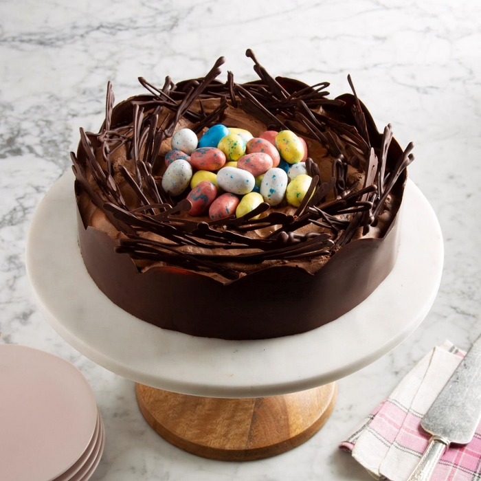 technique de préparation facile de gateau nid de paques au chocolat noir avec décoration en chocolat noir et gélatine