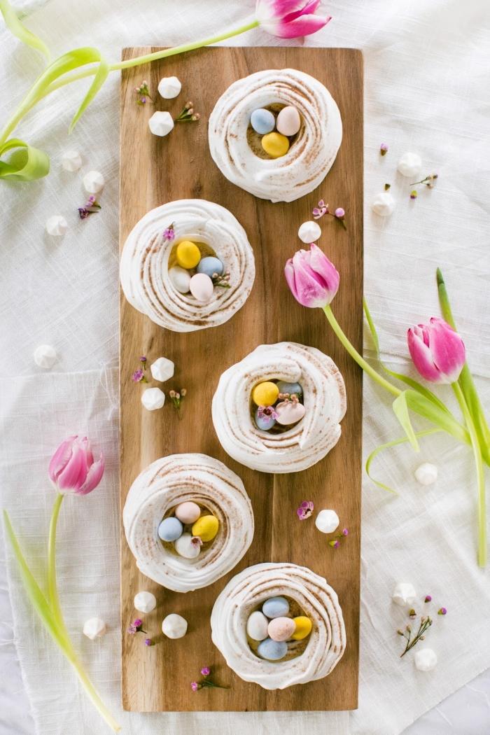 comment faire des meringues avec tartre et blancs d'œufs, quelle température de cuisson pour meringues, recette nid de paques