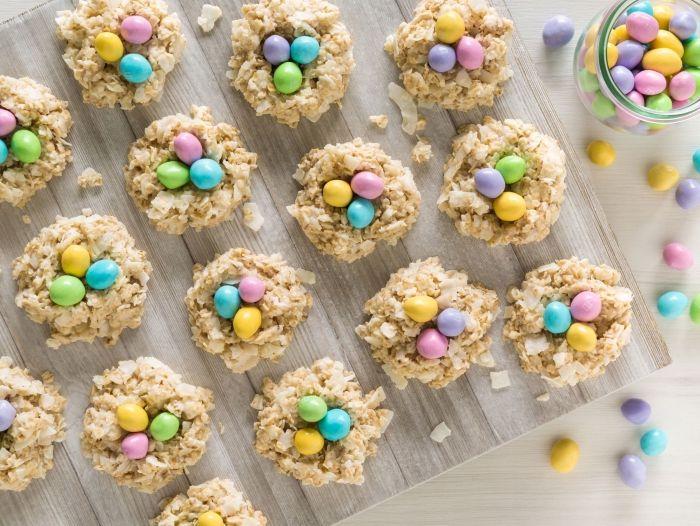 dessert paques facile et rapide, comment faire des cookies faciles pour Pâques avec flocons d'avoine et miel en forme de nid