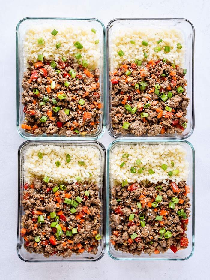 repas du jour simple au riz de chou fleur, viande hachée aux poivrons rouge, carotte, repas simple et rapide