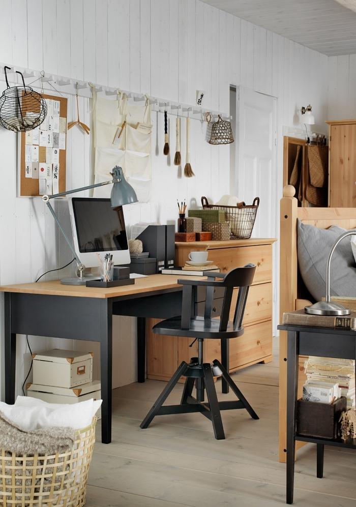 aménager un bureau à domicile avec meuble bois et noir, décoration home office aux murs blancs avec meubles bois