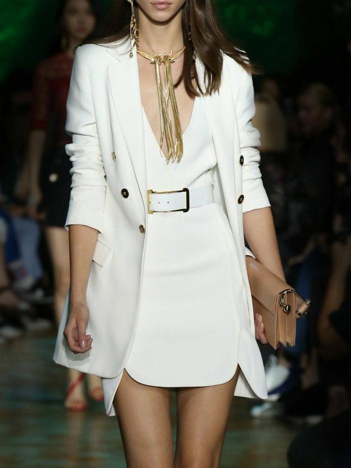 Chic ensemble costume femme, tailleur blanc femme tenue à adopter robe blanche courte et blazer à la meme longueur