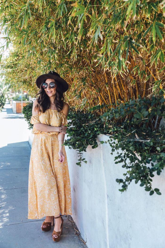 Robe longue orange epaules denudees, look boheme, robe longue fleurie boheme pour coachella cool