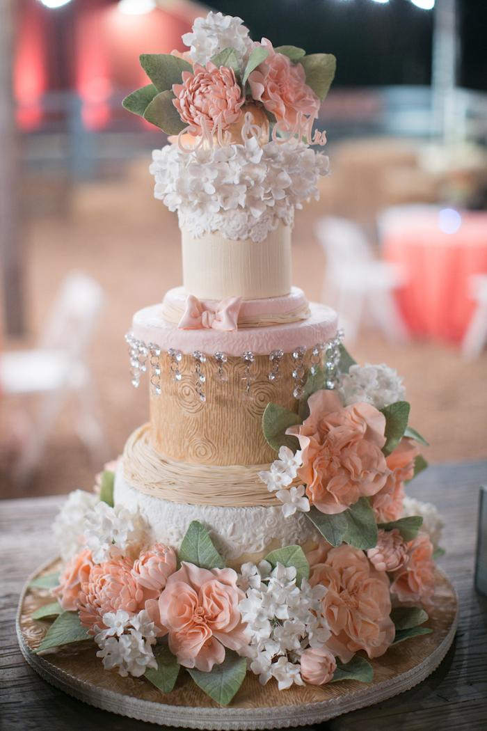Cool idée comment décorer un gâteau mariage fleurie, decoration mariage champetre, le chic rustique deco mariage moderne