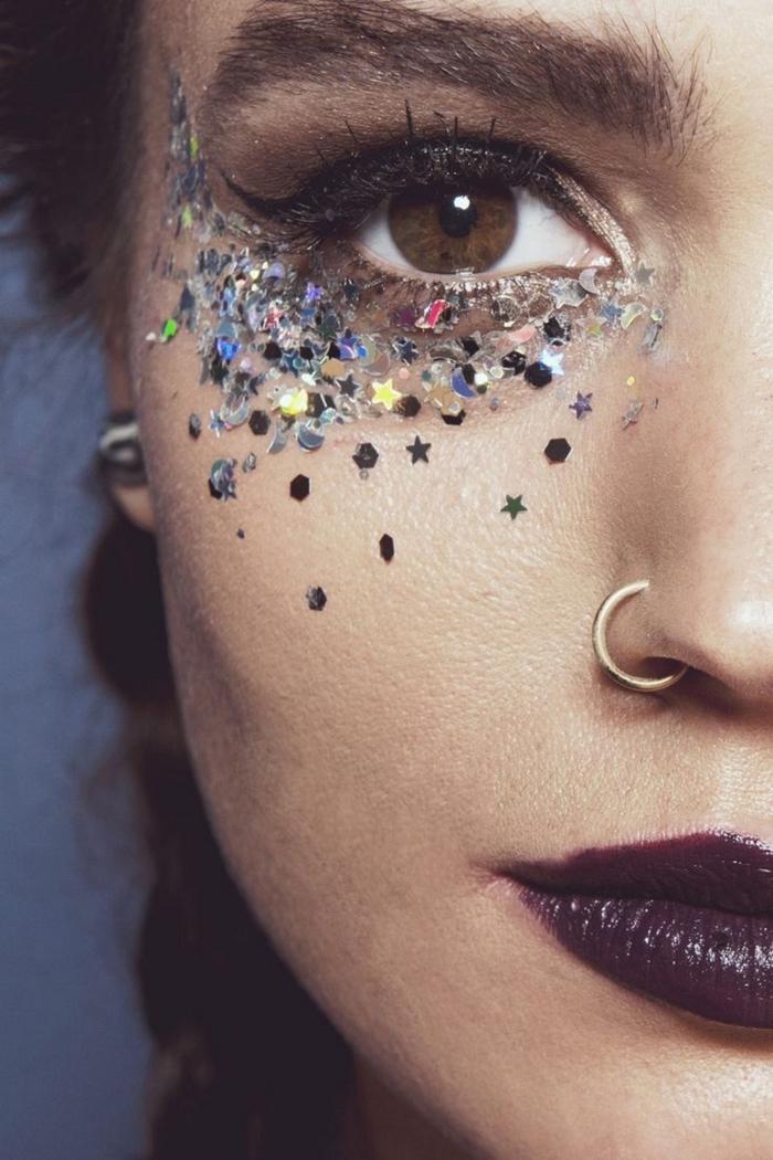 comment se maquiller les yeux pour un festival, make-up facile à réaliser pour un festival avec gel pailleté sous les yeux