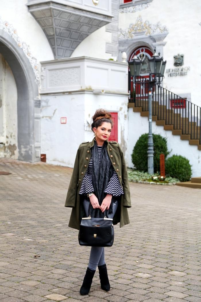 tenue chic femme en pantalon slim et blouse avec manches bouffantes, modèle de veste de printemps de nuance kaki
