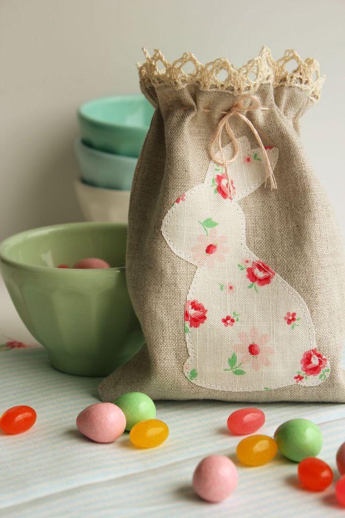 Sac lapin lin bricolage paques facile, décoration de paques à fabriquer bol avec bonbons
