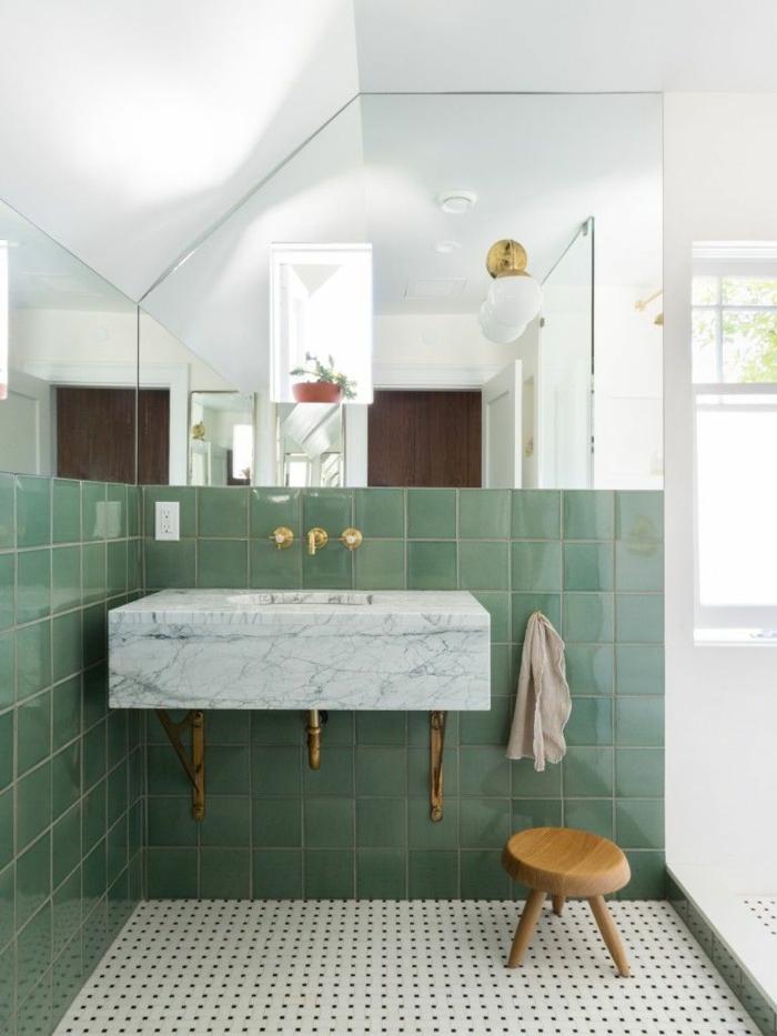 Carrelage vert et lavabo en marbre, image salle de bain colorée, idée couleur salle de bain moderne
