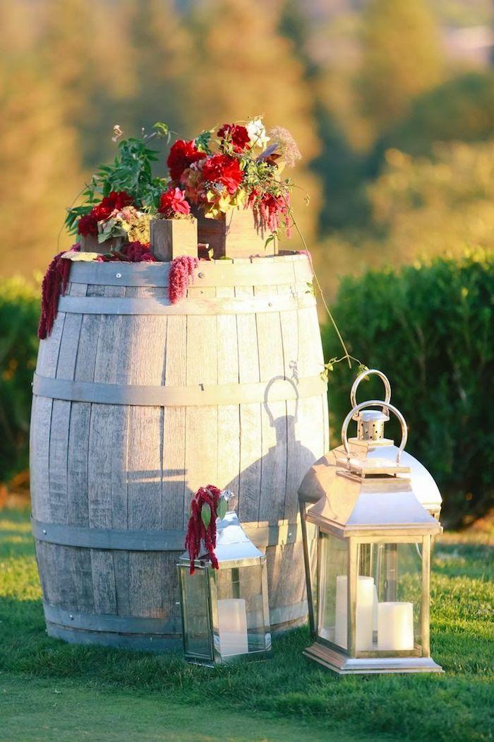 Photo ensoleillé style boheme chic, mariage champêtre chic décoration a faire fleurs rouges