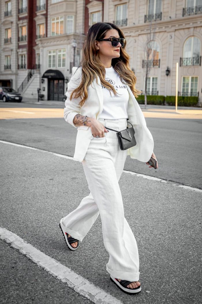Mode de la rue, pantalon décontracté style, t-shirt et blazer blanc ensemble tailleur pantalon femme, ensemble tailleur femme