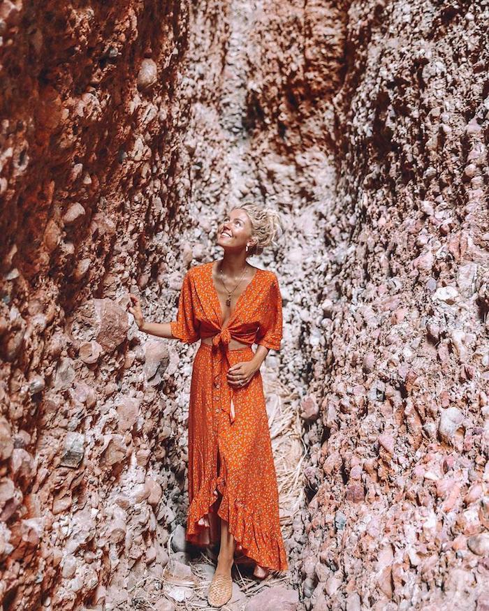 Robe orange fendue a deux pieces hippie chic femme, meilleurs looks de Coachella s'habiller pour un festival